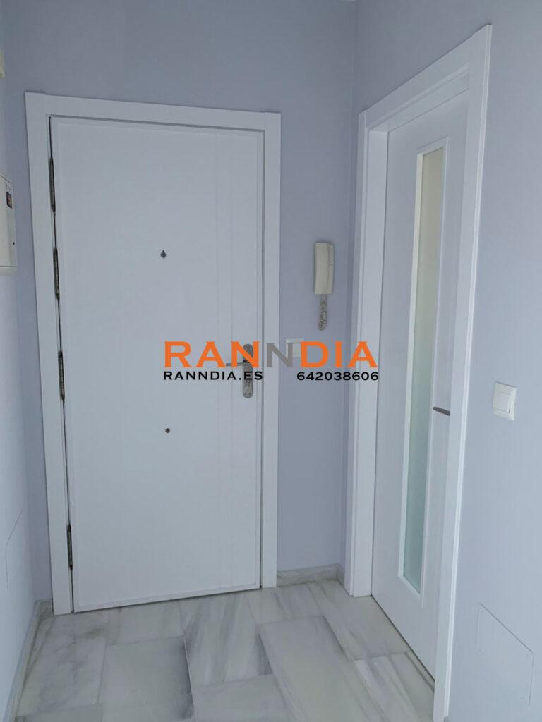Puertas modernas en Nerja