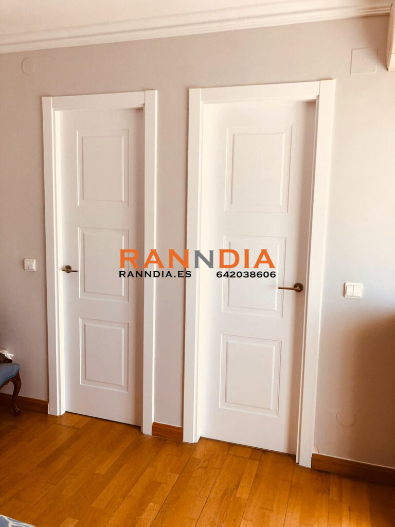 Puertas blancas en Nerja